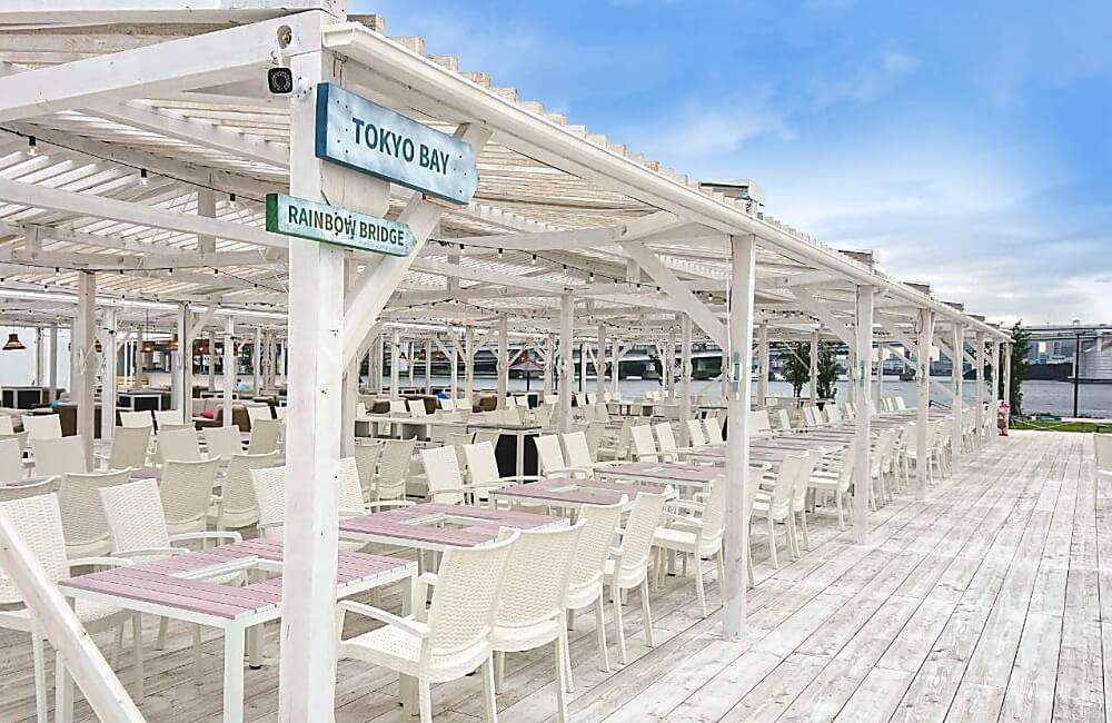 【デラックスゾーン】 カウンターと白砂エリアの中央にある便利な席 全336席(4名/1テーブル)